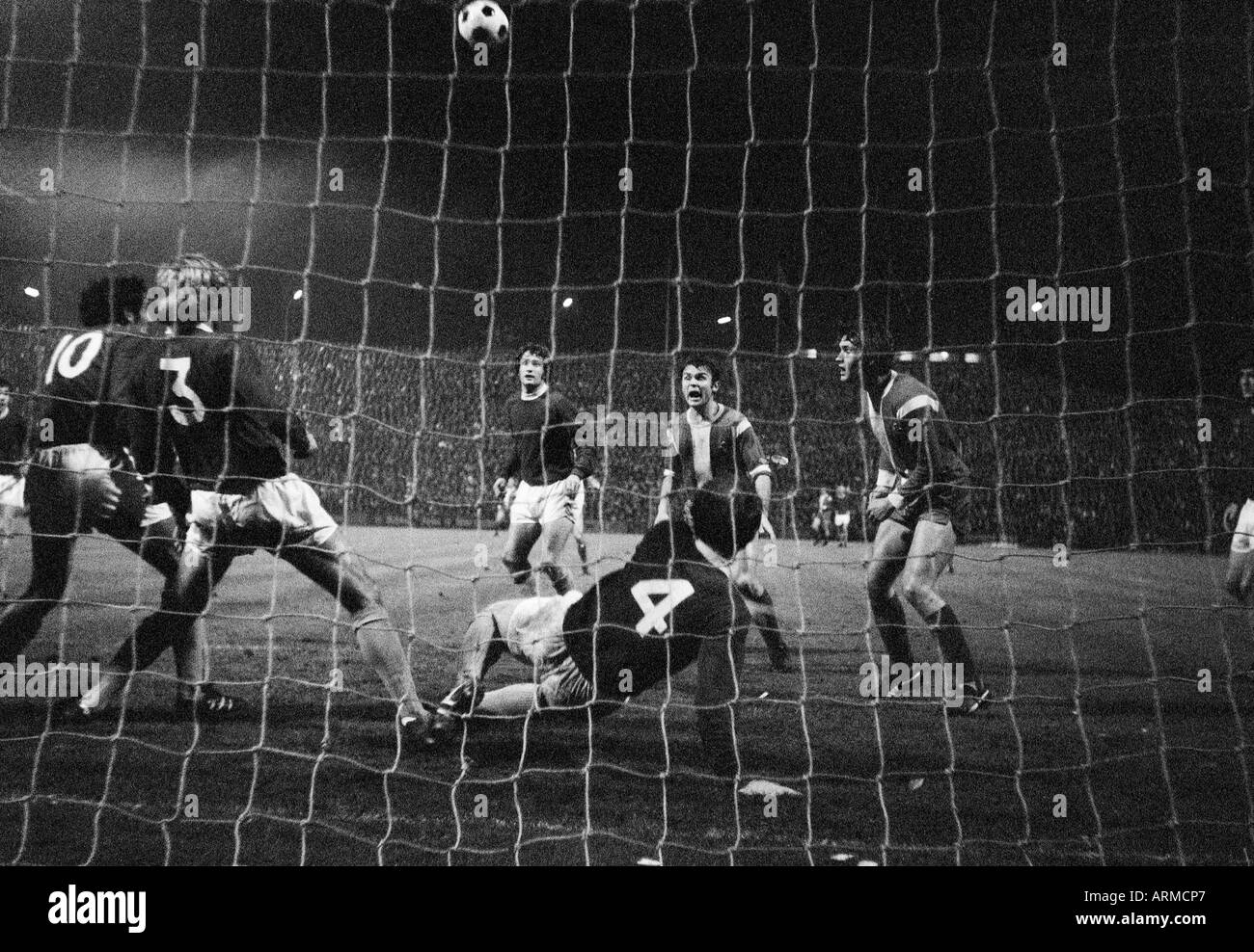 football, European Cup, eighth final, first leg, 1970/1971, Boekelberg Stadium in Moenchengladbach, Borussia Moenchengladbach versus FC Everton 1:1, scene of the match, Herbert Laumen (MG) 2.f.r and Ulrik le Fevre (MG) right, all other players from Everto - Stock Image