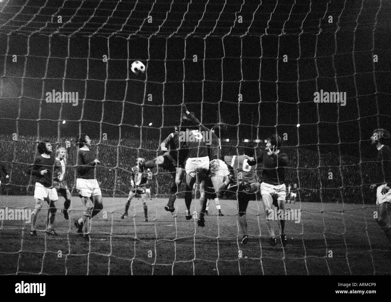 football, European Cup, eighth final, first leg, 1970/1971, Boekelberg Stadium in Moenchengladbach, Borussia Moenchengladbach versus FC Everton 1:1, scene of the match, Berti Vogts (MG) 2.f.l., Horst Koeppel (MG) 4.f.l., Herbert Laumen (MG) 5.f.l., keeper - Stock Image
