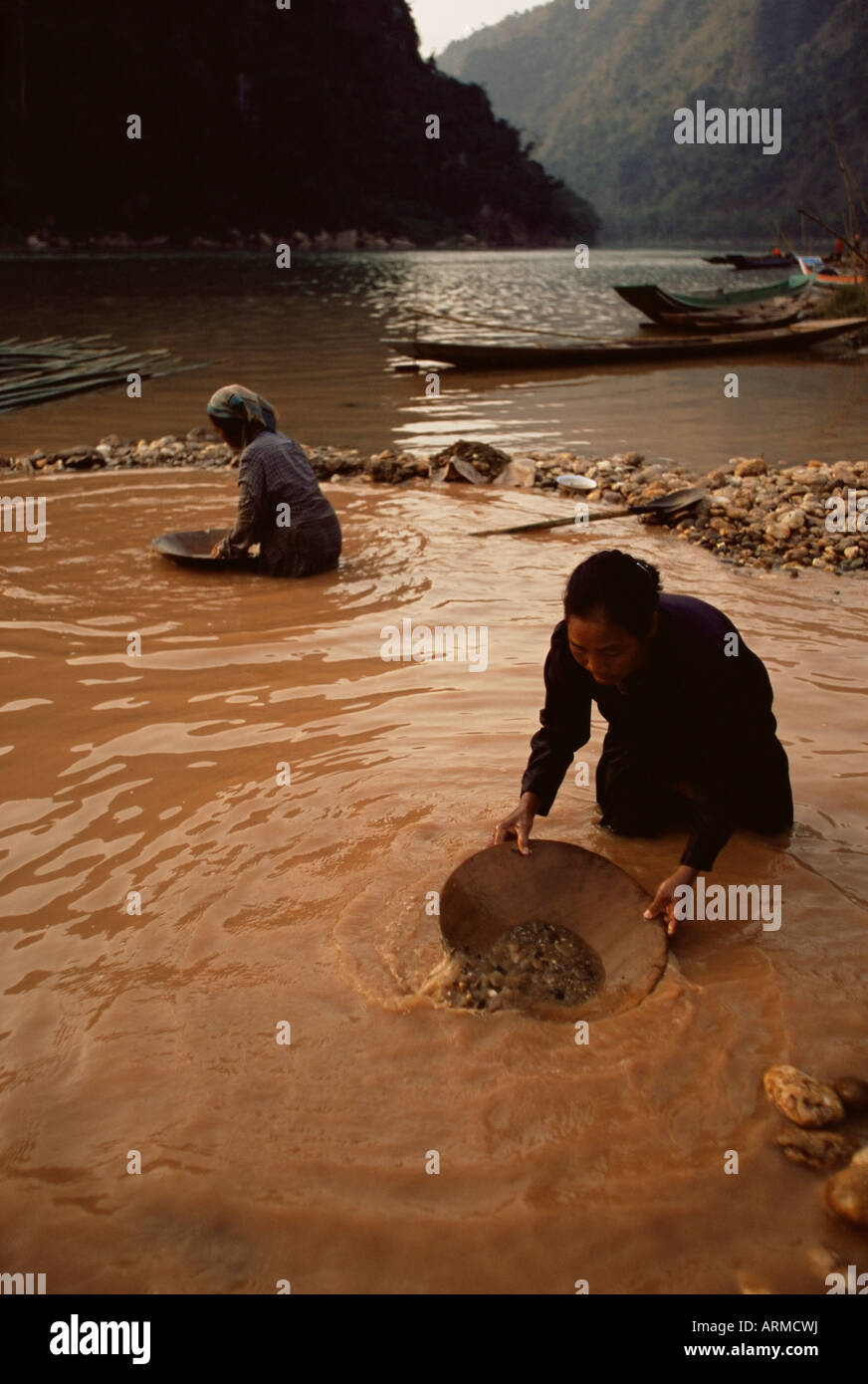 Gold panning, Nong Kiew, Laos, Indochina, Southeast Asia, Asia - Stock Image