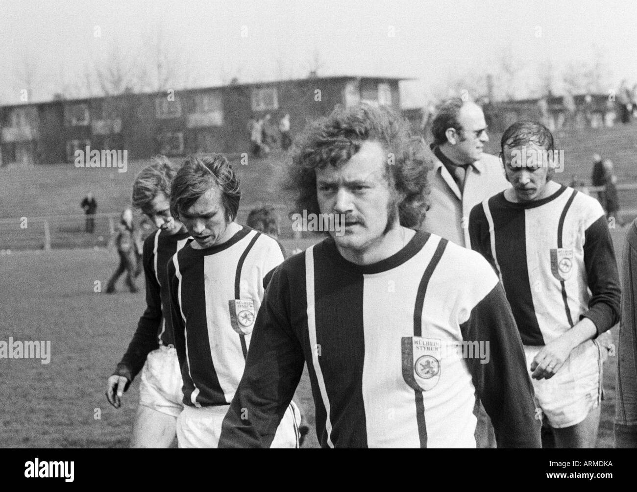 football, Regionalliga West, 1973/1974, Eintracht Gelsenkirchen versus 1. FC Muelheim 4:2, Sued Stadium Gelsenkirchen, football players leave the pitch, f.l.t.r. Hartmut Limpert (Muelheim), Herbert Bals (Muelheim), Wilfried Schlimm (Muelheim), Heiko Merte - Stock Image