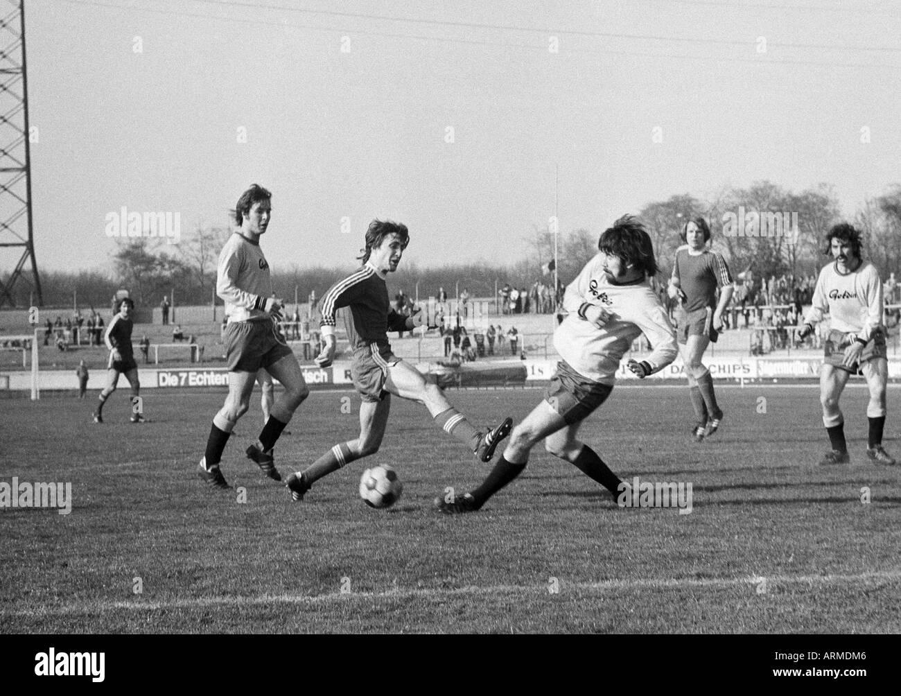 football, Regionalliga West, 1973/1974, Niederrhein Stadium in Oberhausen, Rot-Weiss Oberhausen versus Westfalia Herne 5:0, scene of the match, f.l.t.r. a Herne player, an Oberhausen player, a Herne player, Lothar Kobluhn (RWO), a Herne player - Stock Image