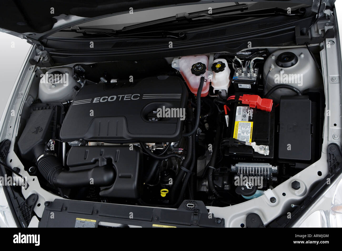 2008 Pontiac G6 in Silver - Engine Stock Photo - Alamy