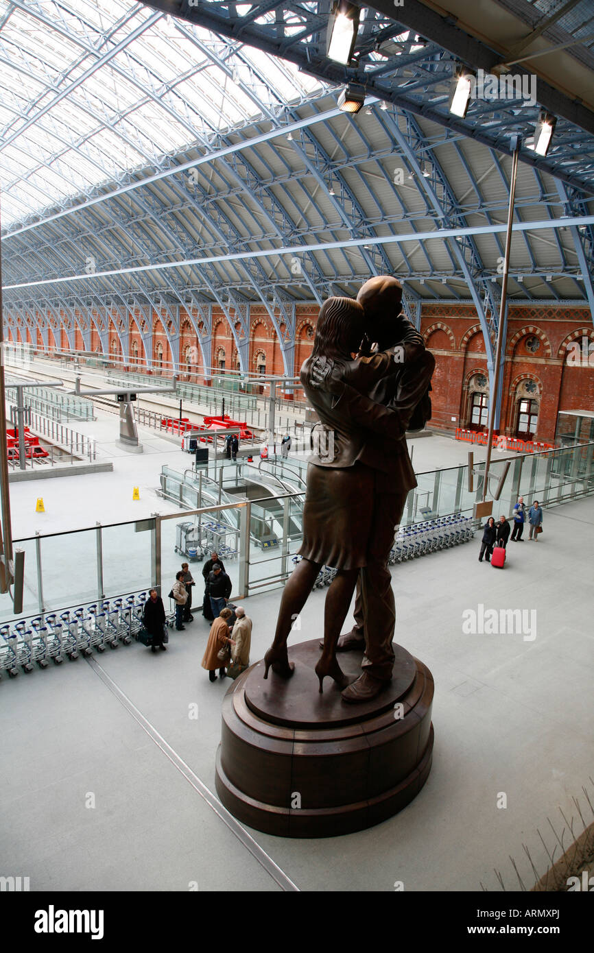 The Meeting Place statue in St Pancras Station, London - Stock Image