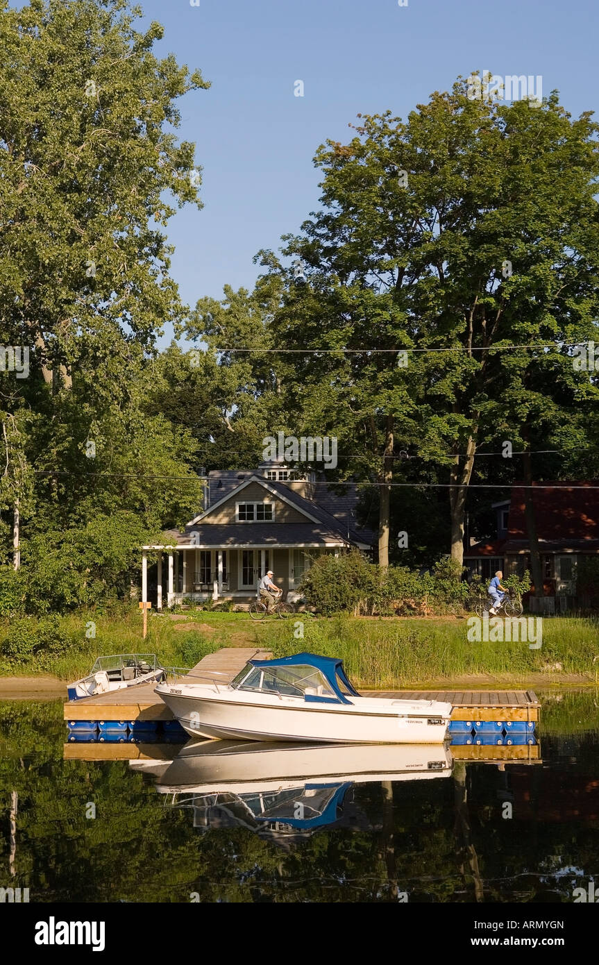 Residential area with canals and boats, Toronto Island, Ontario, Canada. - Stock Image