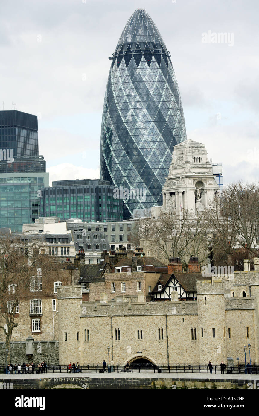 The Swiss Re Tower (aka the gherkin) designed by Sir Norman Foster & Associates, St Mary's Axe, London, England, UK. - Stock Image
