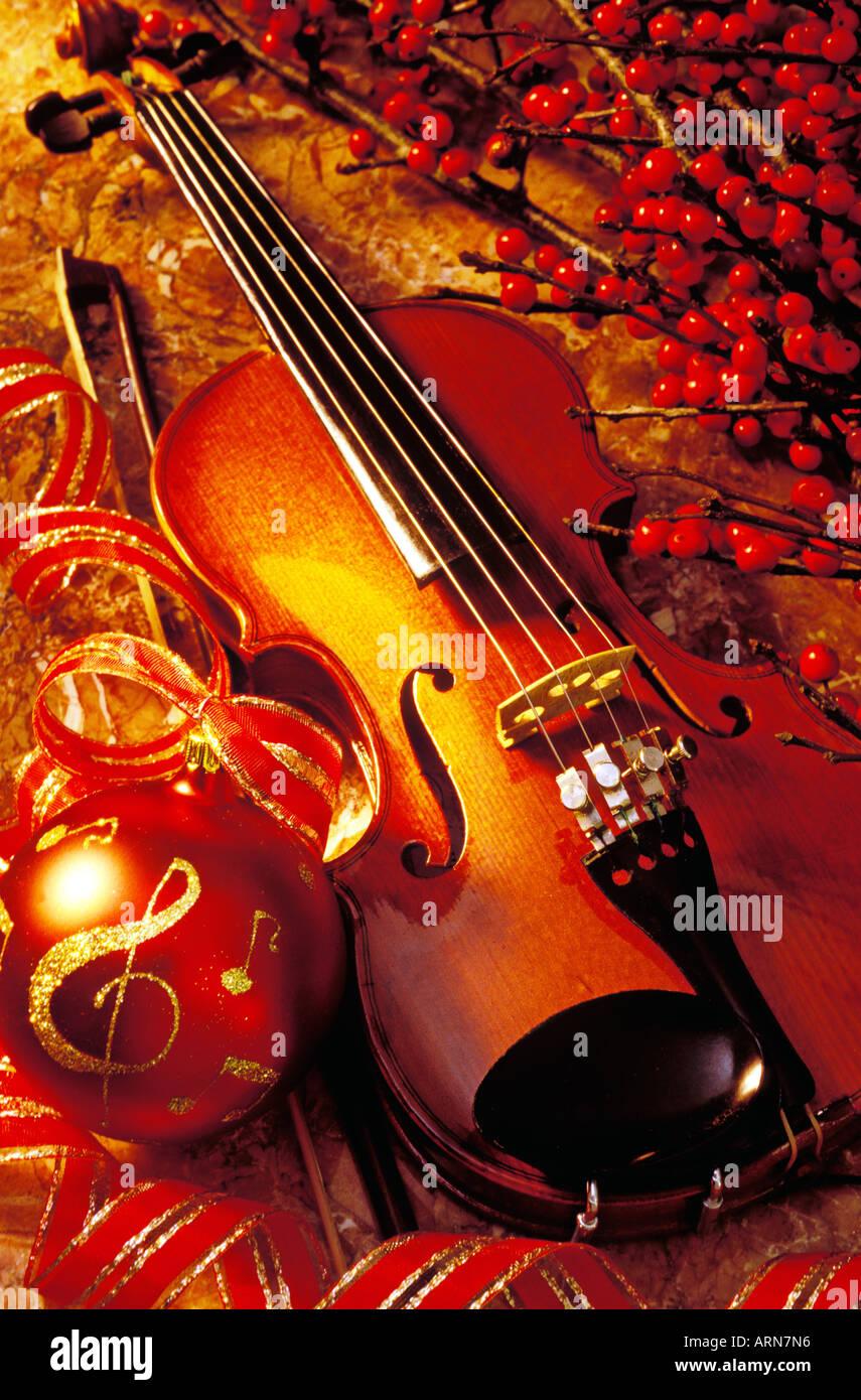 Christmas Violin.Violin With Christmas Ornament Stock Photo 9196181 Alamy