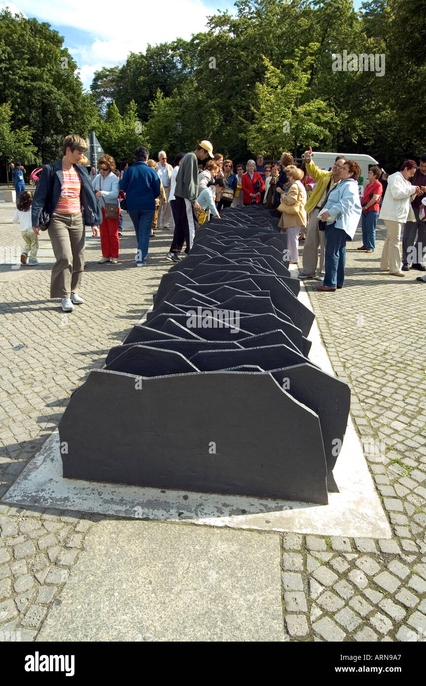 Slate memorial to the 96 members of the Reichstag (who were murdered or died in concentration camps) for opposing Hitler - Stock Image