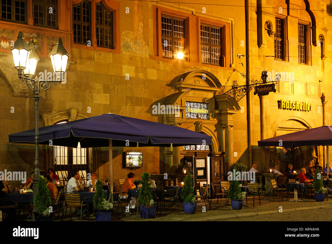 Guests of the restaurant Ratskeller enjoy the warm summer evening, Wuerzburg, Bavaria, Germany - Stock Image