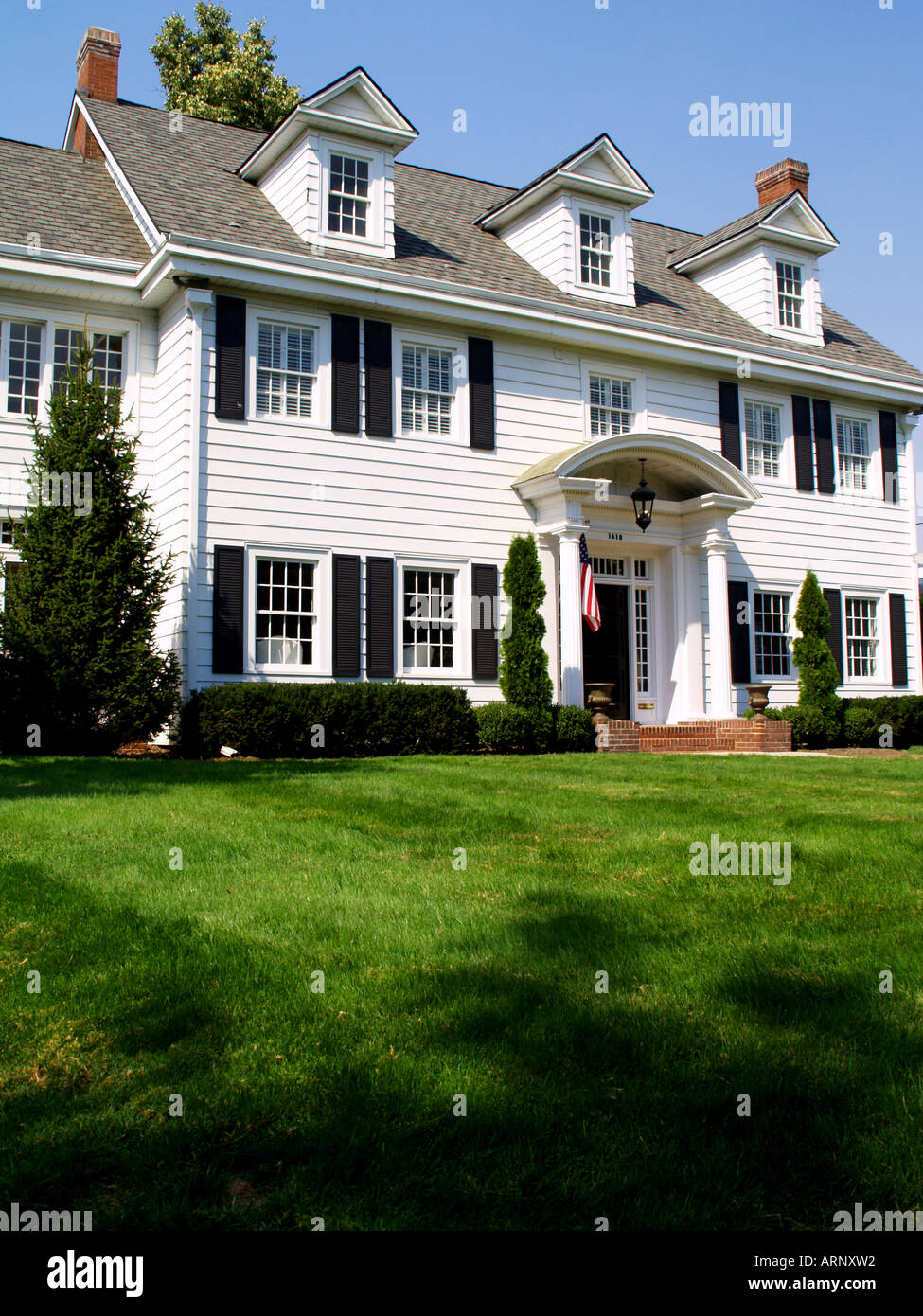 An elegant colonial style home - Stock Image