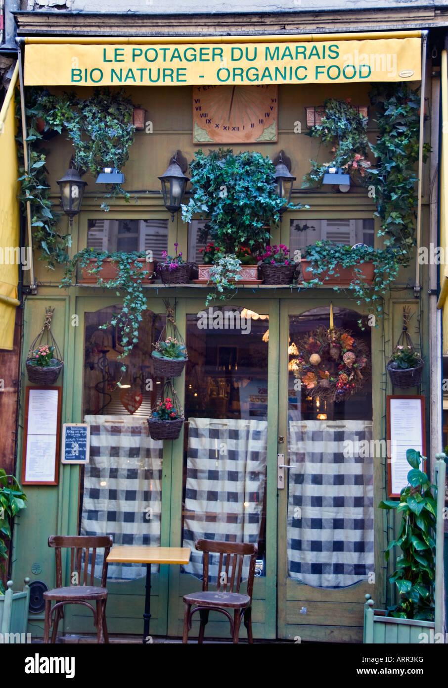 Paris France, Old Storefront 'Organic Food' Restaurant in the Marais Area 'le Potager du Marais' - Stock Image