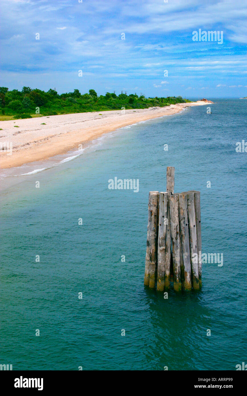 It's the end of the line in N.Y. It's Orient Point, the eastern tip of Long Island, N.Y. A dock piling is in the foreground. - Stock Image
