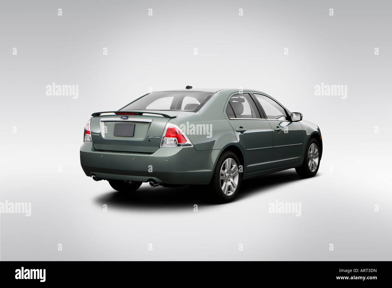 2008 Ford Fusion Sel In Green Rear Angle View Stock Photo Alamy