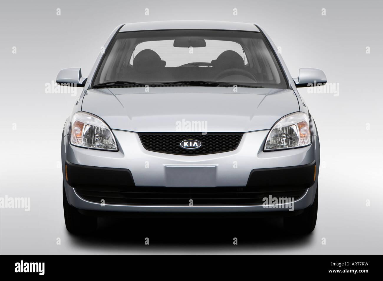 2008 Kia Rio 5 Lx In Silver Low Wide Front Stock Photo Alamy
