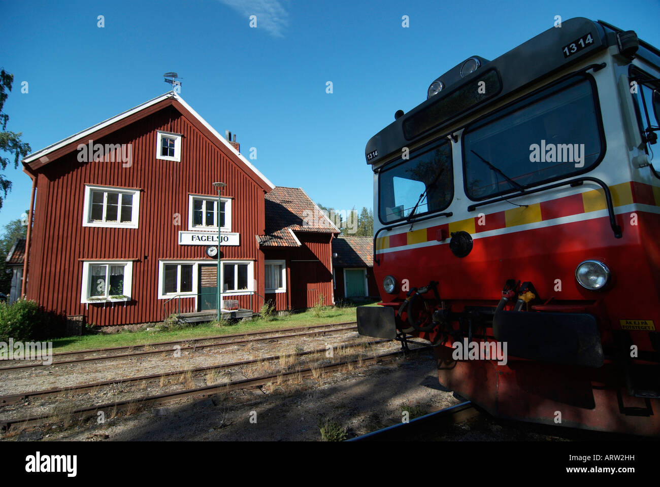 A train of the Swedish Inland Railway at the station of Fagelsjo Dalarna Sweden August 2007 - Stock Image