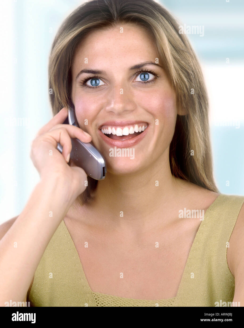 Smiling woman talking on cell phone - Stock Image