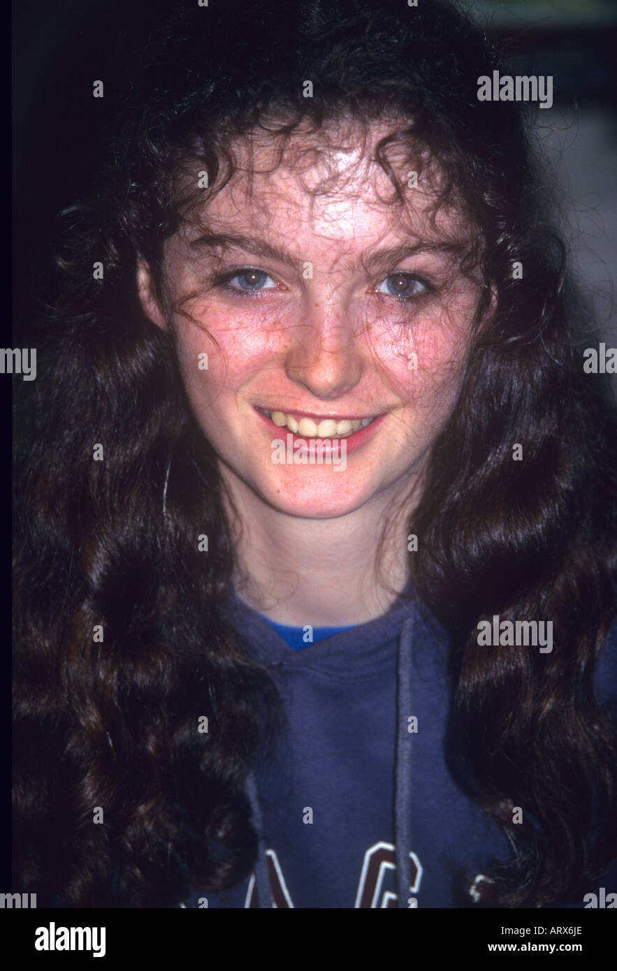 When Irish eyes are smiling--beautiful young Irish girl smiles a welcome at Avoca in Southern Ireland - Stock Image