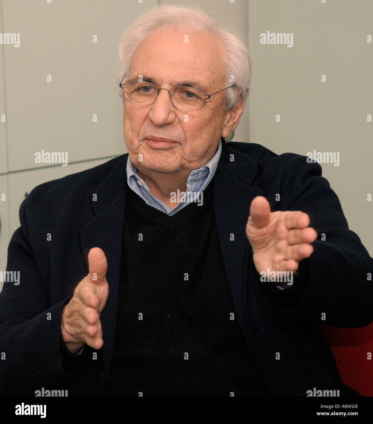 Close up portrait of Frank Gehry an architect in the midst of a discussion in New York - Stock Image