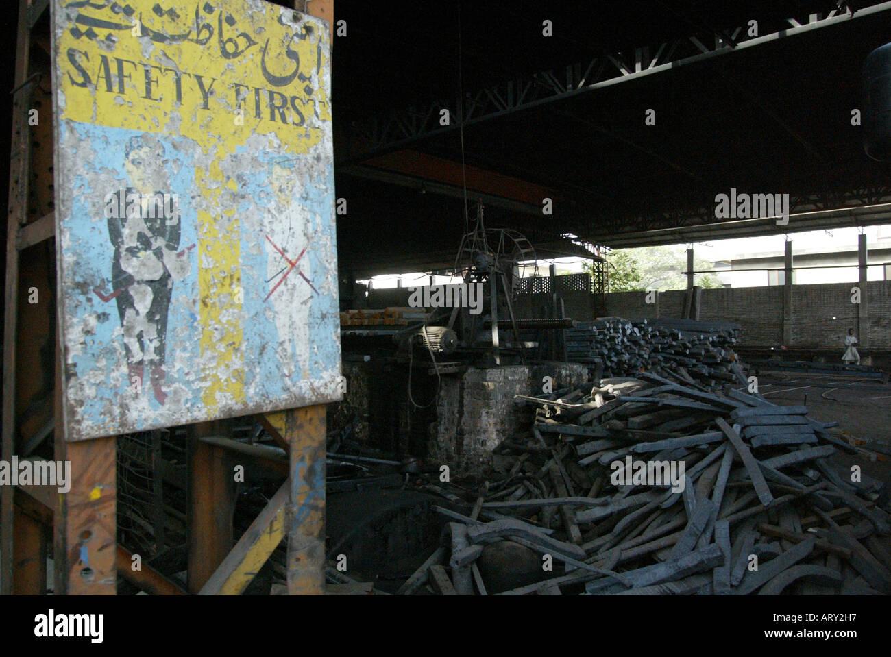 risky work in steel factories in islamabad, Pakistan Stock Photo