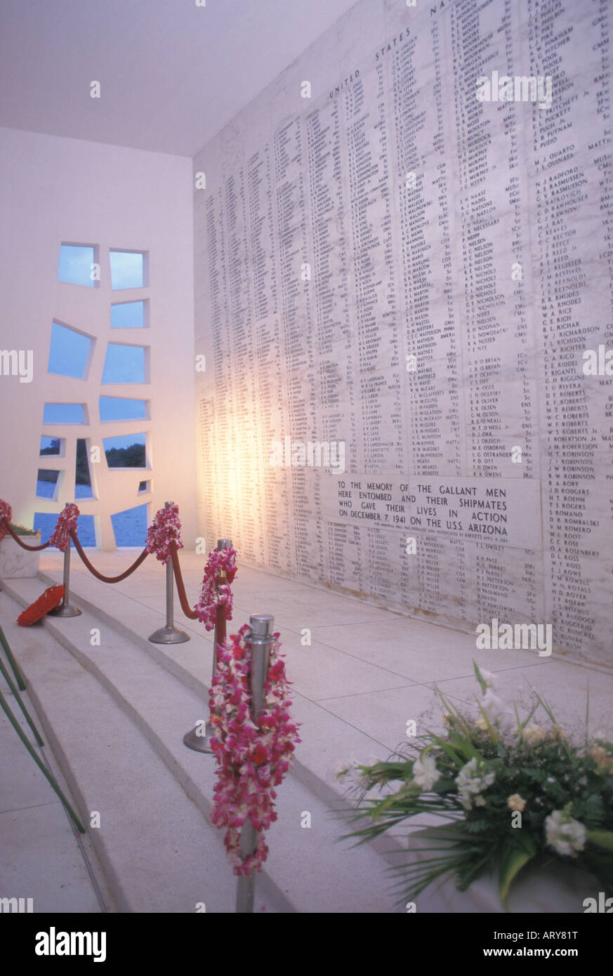 U.S.S. Arizona Memorial Pearl Harbor commemorates sailors & marines lost during japanese attack 1941 Memorial spans Stock Photo