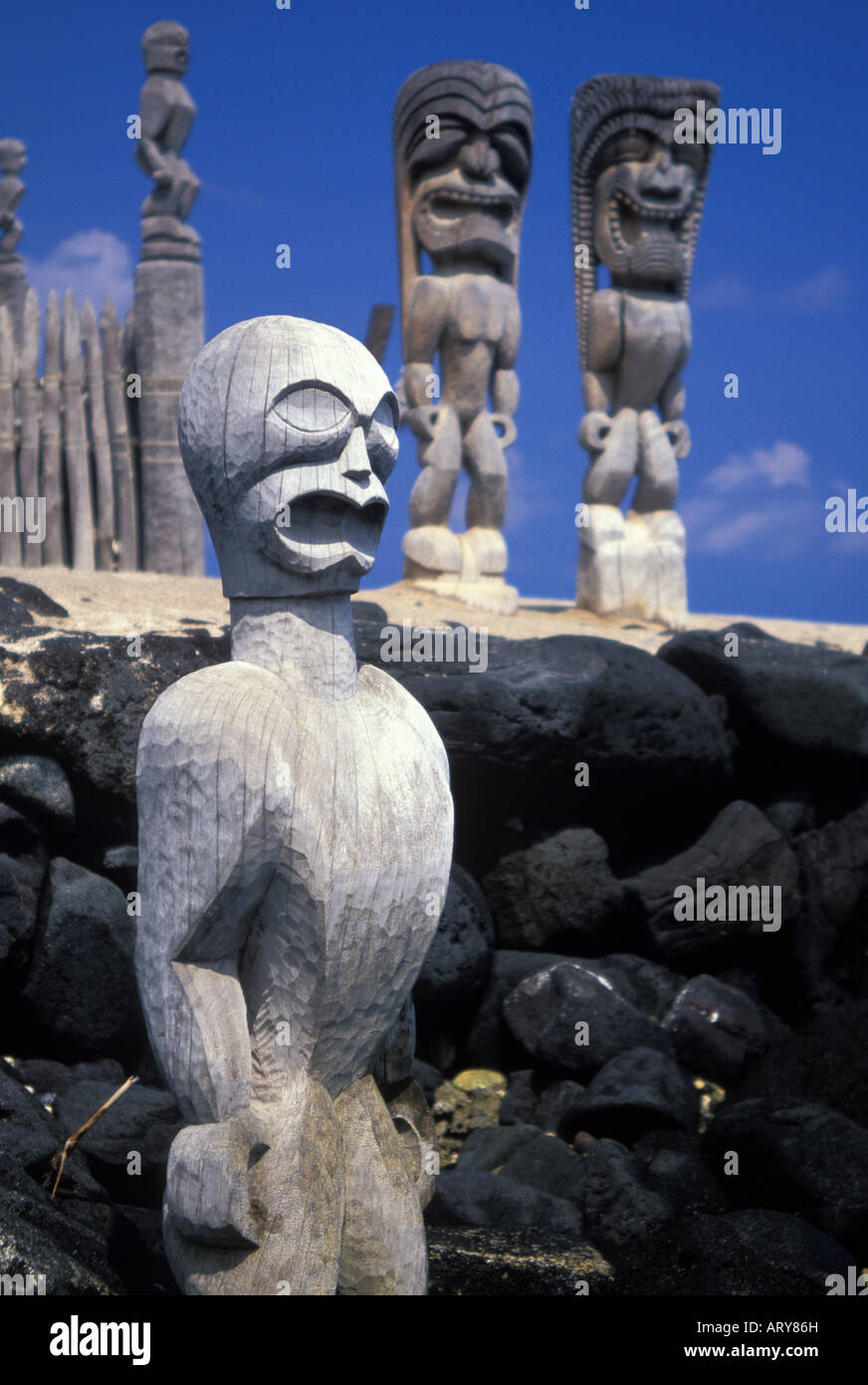 Giant Tikis stand  guard at the Pu'uhonua o Honaunau National Historical Park also know as the City of Refuge. - Stock Image