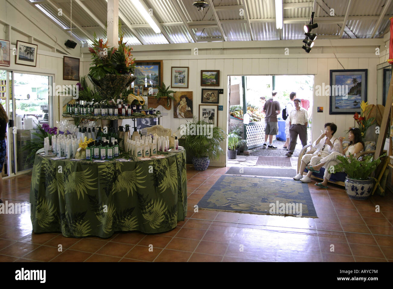 Tropical Farms Macadamia Nut Farm outlet. Besides  offering delicious macadamia nuts for traveling shoppers,there - Stock Image