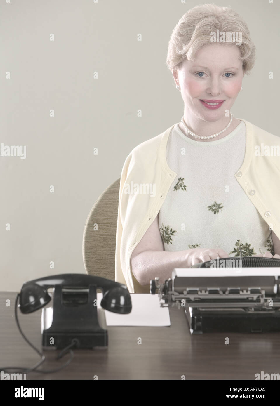 Woman at desk with typewriter - Stock Image