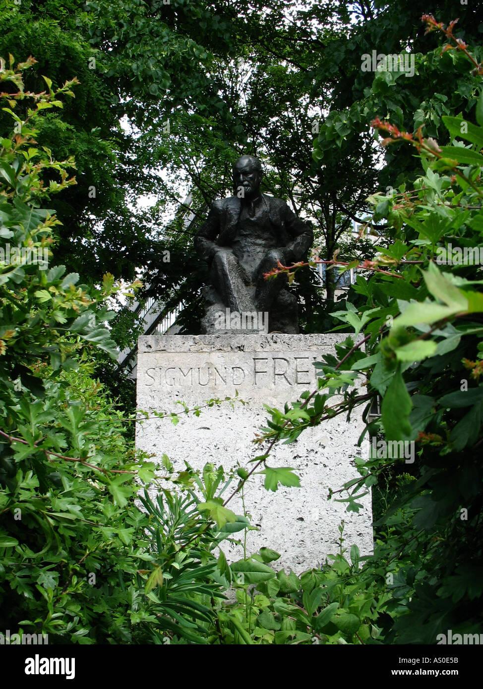 Sigmund Freud Statue - Stock Image