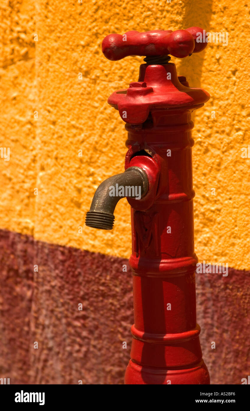 Old red water faucet. USA Stock Photo: 1584117 - Alamy