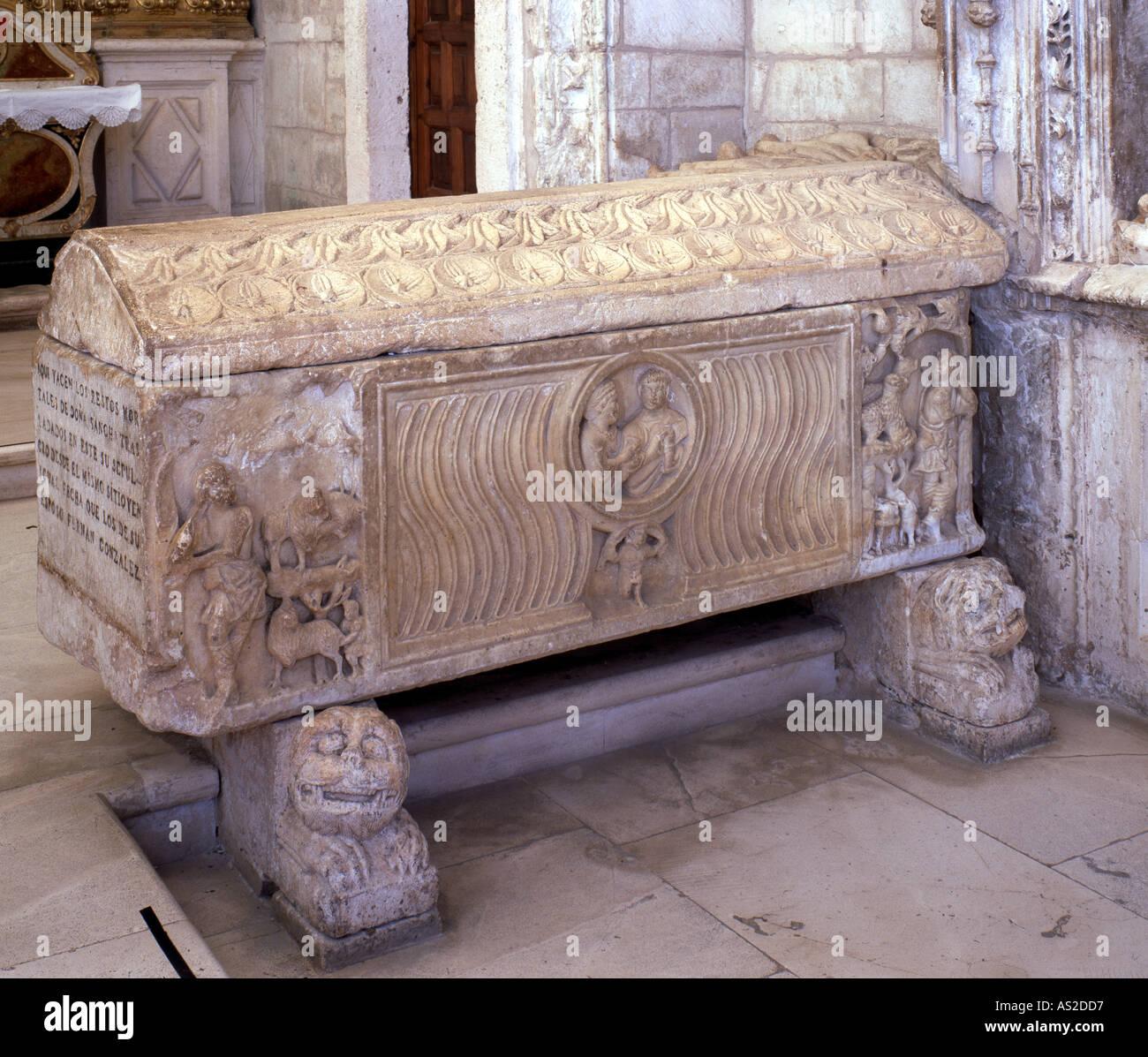 Covarrubias, Colegiata, Römischer Sarkophag - Stock Image
