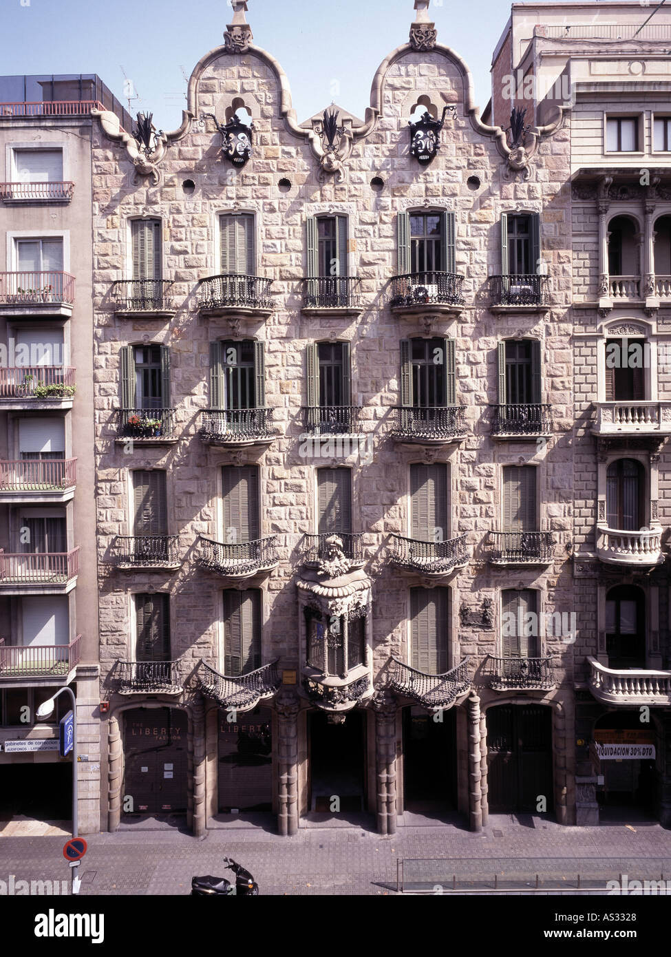 Barcelona casa calvet fassade architekt antonio gaudi cornet stock photo 1585959 alamy - Architekt barcelona ...