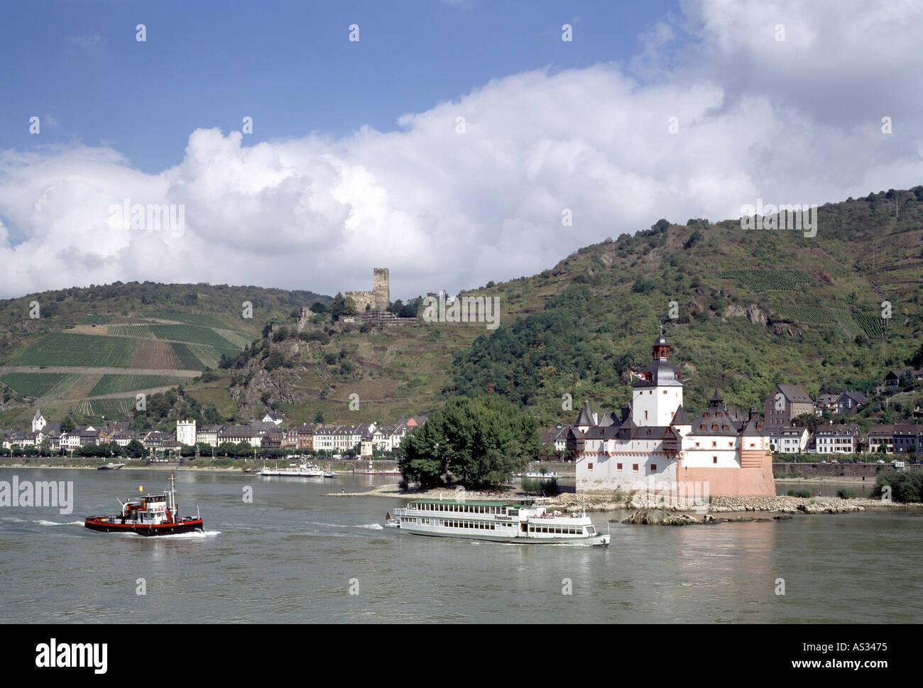 Kaub, Pfalzgrafenstein und Burg Gutenfels, Blick von der linken Rheinseite - Stock Image