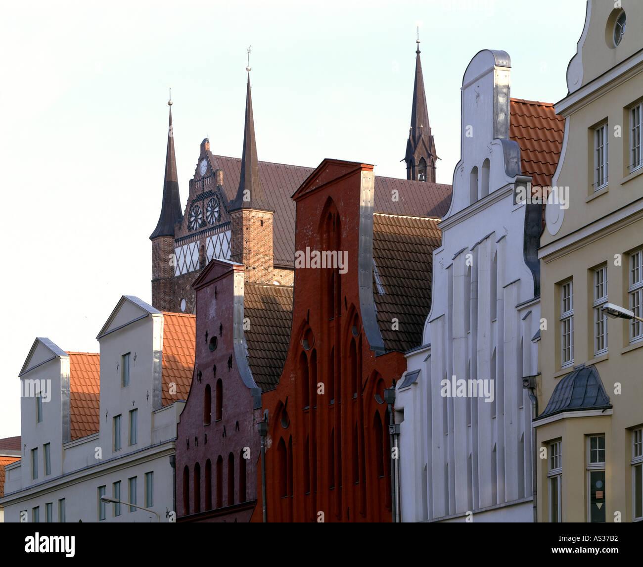 Wismar, Lübsche Straße, Im Hintergrund St. Georgen, Nordfassade - Stock Image