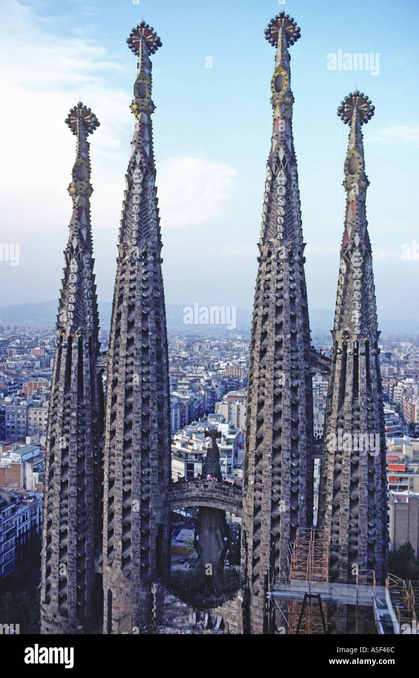 Four towers of the sagrada familia antoni gaudi cathedral for Gaudi kathedrale barcelona