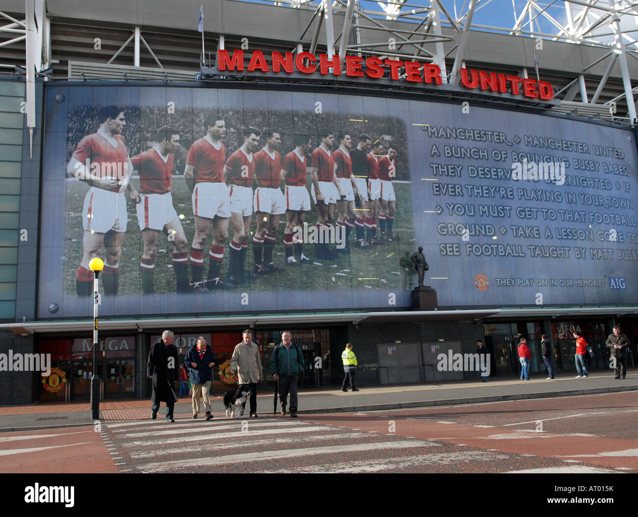 MUNICH remembered -  Manchester United's Old Trafford ground with the famous 1958 Busby Babes team as a backdrop - Stock Image