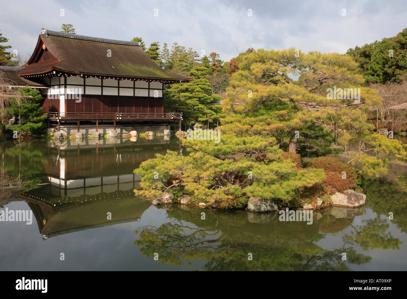 Japan Kansai Kyoto garden of Heian Shrine Stock Photo: 16160013 - Alamy