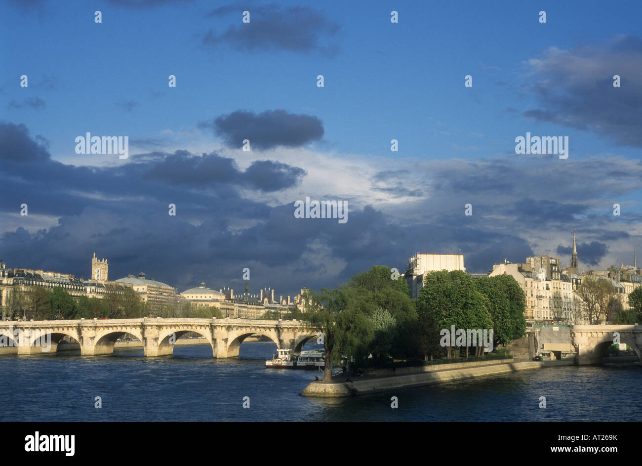 sight of the river Seine in Paris, the bridge of Arts and the island of the City le pont Neuf et l'île - Stock Image