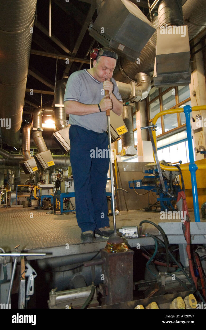 Ireland County Waterford Waterford Crystal factory guided tour glass blower forming vase in mold - Stock Image