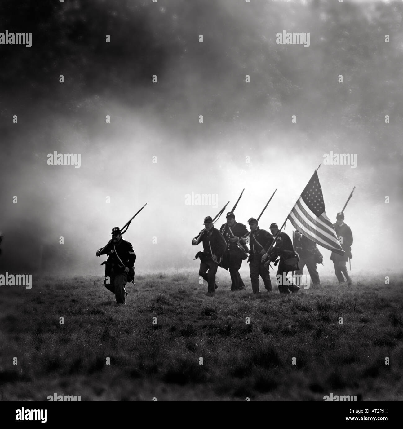 American Civil War re-enactment The Union soldiers move under cover of battle smoke. FOR EDITORIAL USE ONLY. - Stock Image