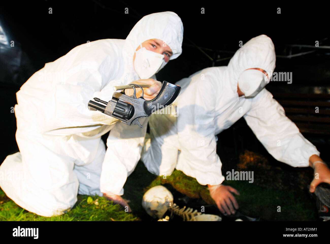 Forensic science students at mock murder scene - Stock Image