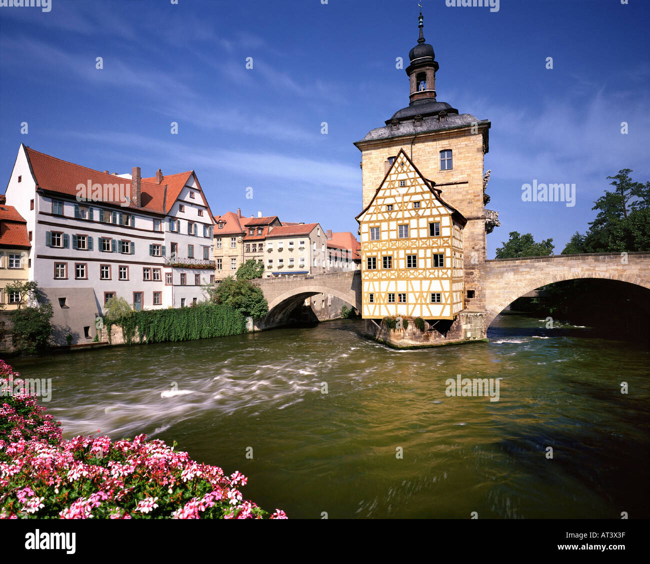 DE - BAVARIA:  The 'Altes Rathaus' (Old Cityhall) and River Regnitz at Bamberg (Upper Franconia) - Stock Image
