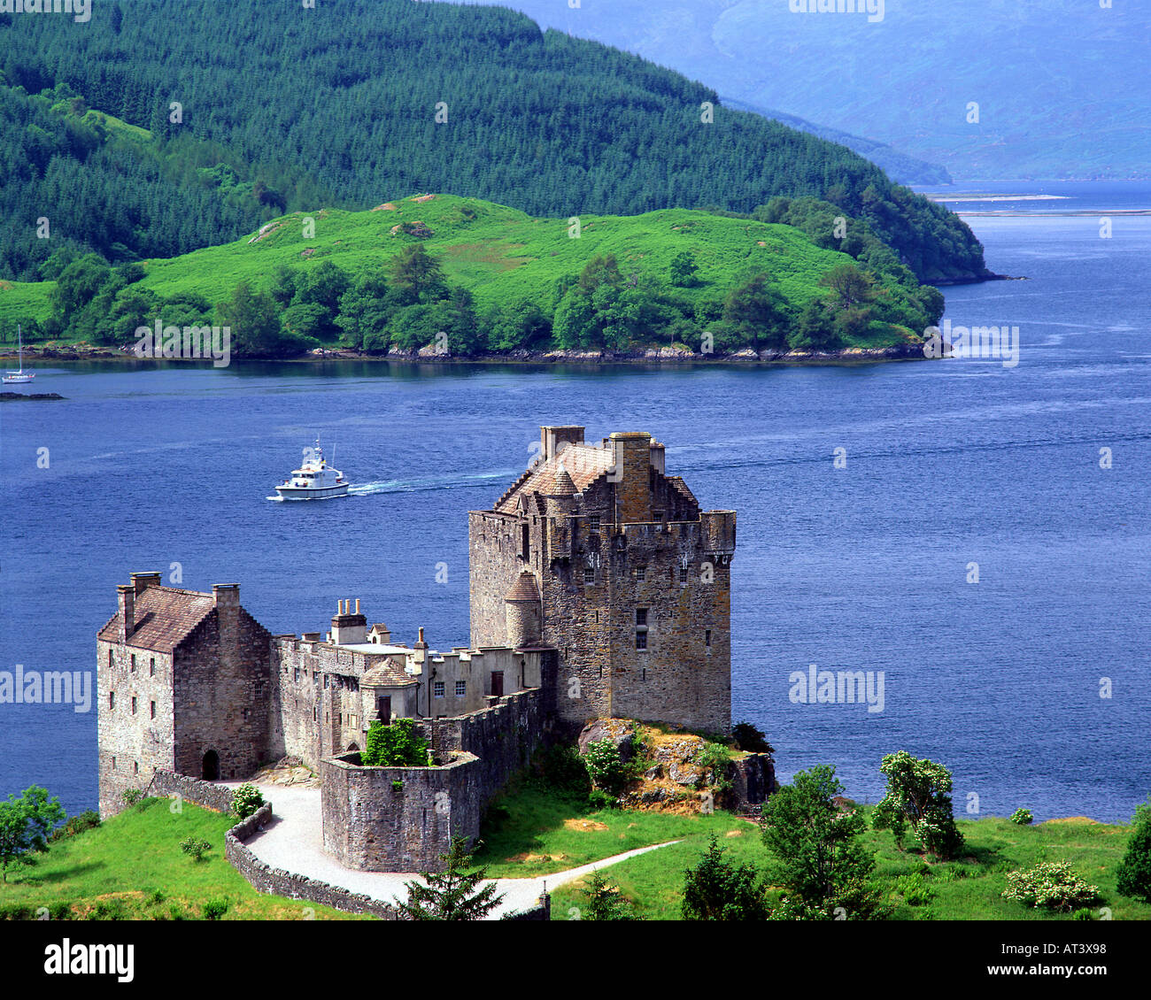 GB - SCOTLAND:  Eilean Donan Castle in the Highlands - Stock Image