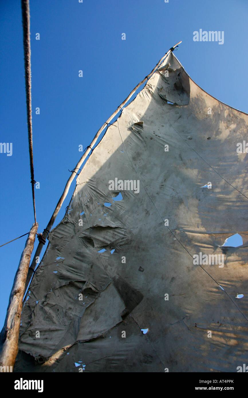 The triangular lateen sail of an outrigger canoe (ngalawa) off the coast of Zanzibar - Stock Image