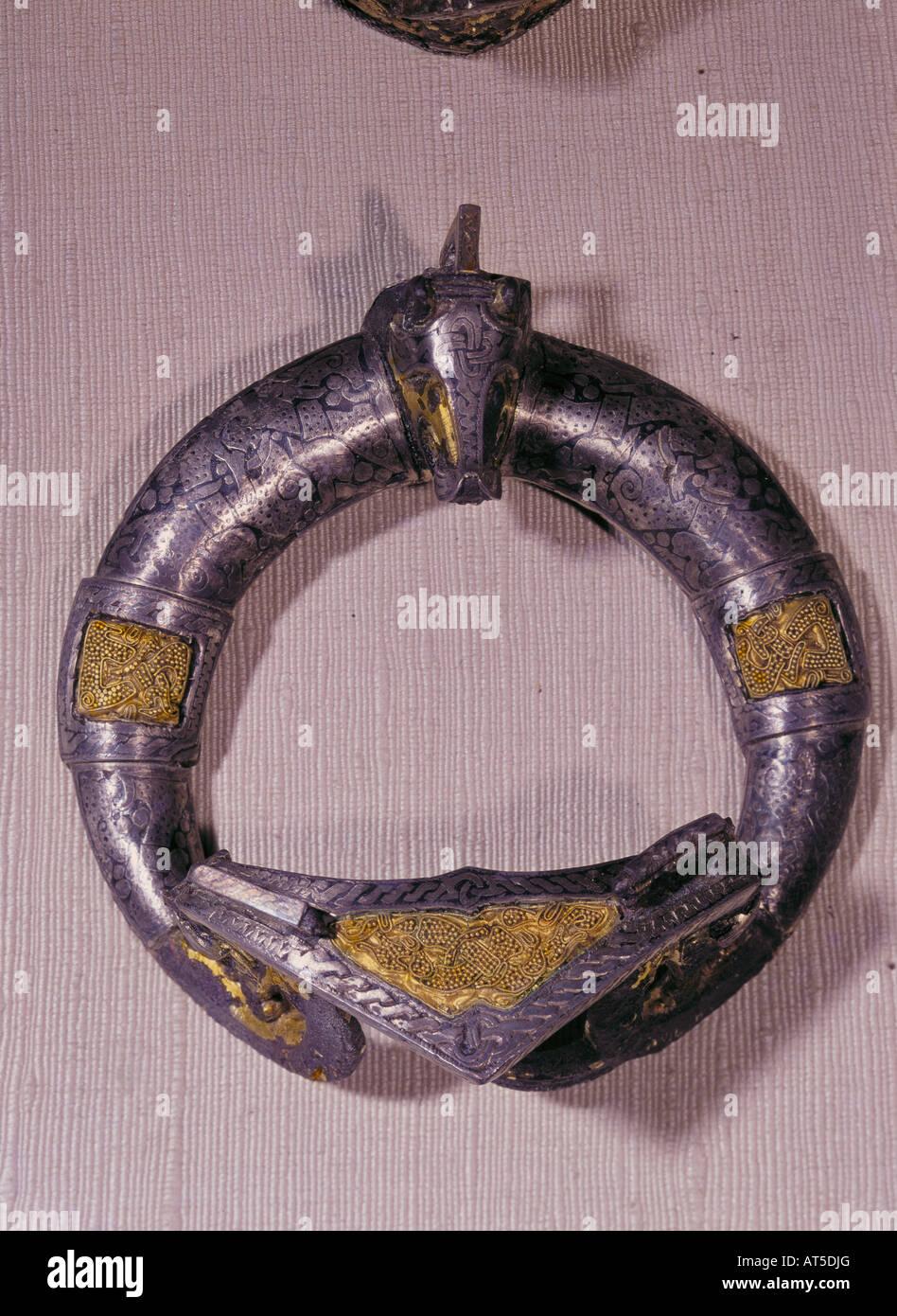 fine arts, Middle Ages, Vikings, fibula, cast bronze, silvered, partly gilded, diameter 9.8 cm, Gotland, Sweden, - Stock Image