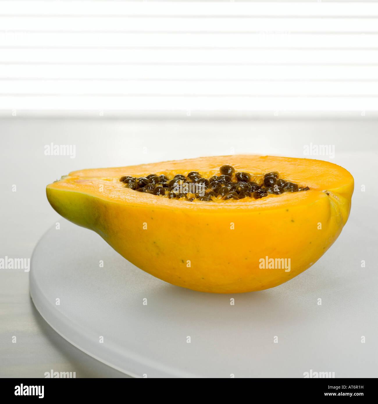 Sliced papaya on plate, close-up - Stock Image