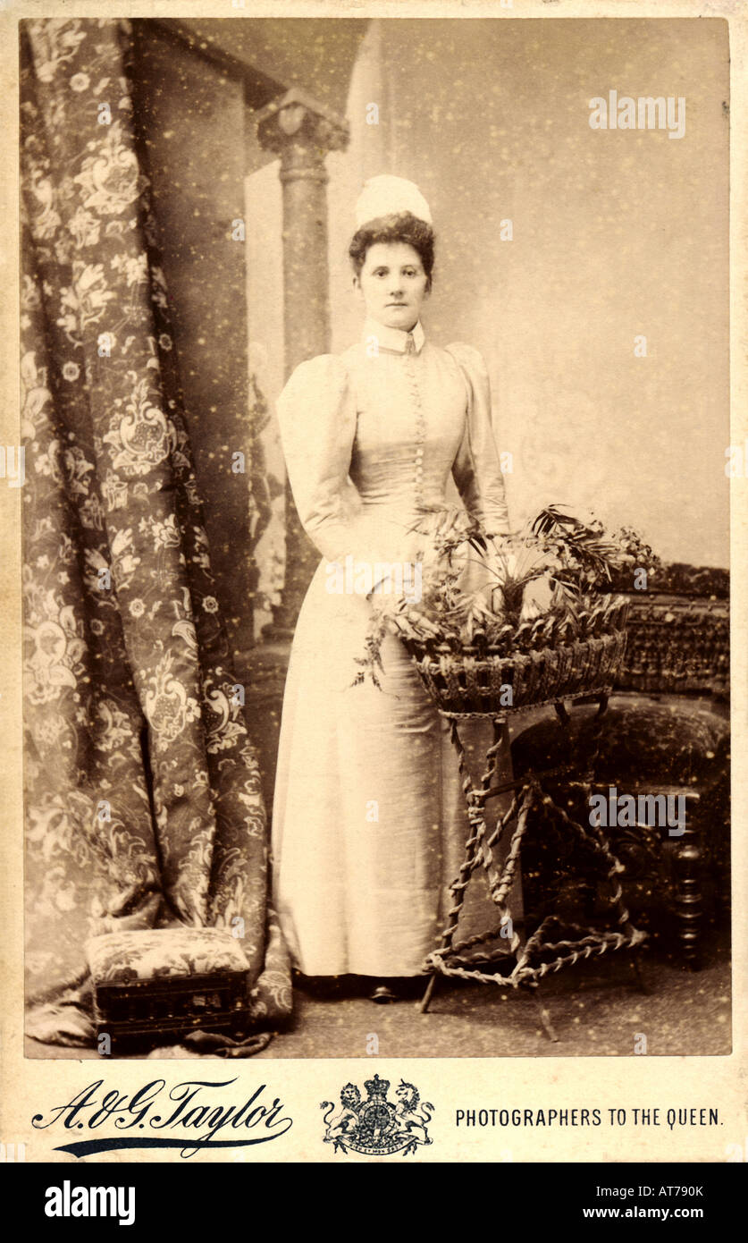 Victorian 1890s Cabinet Card portrait of a Lady by A & G Taylor Manchester - Stock Image