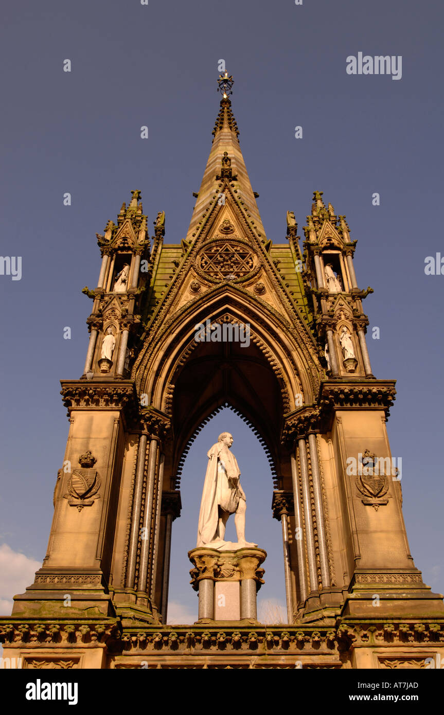 The Albert Memorial in front of Manchester Town Hall in central Manchester, Lancashire, England, UK. - Stock Image