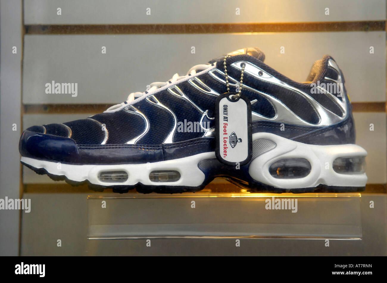 new arrivals 1f0a5 fbe6d nike sports shoe trainer blue modern footwear american foot ...