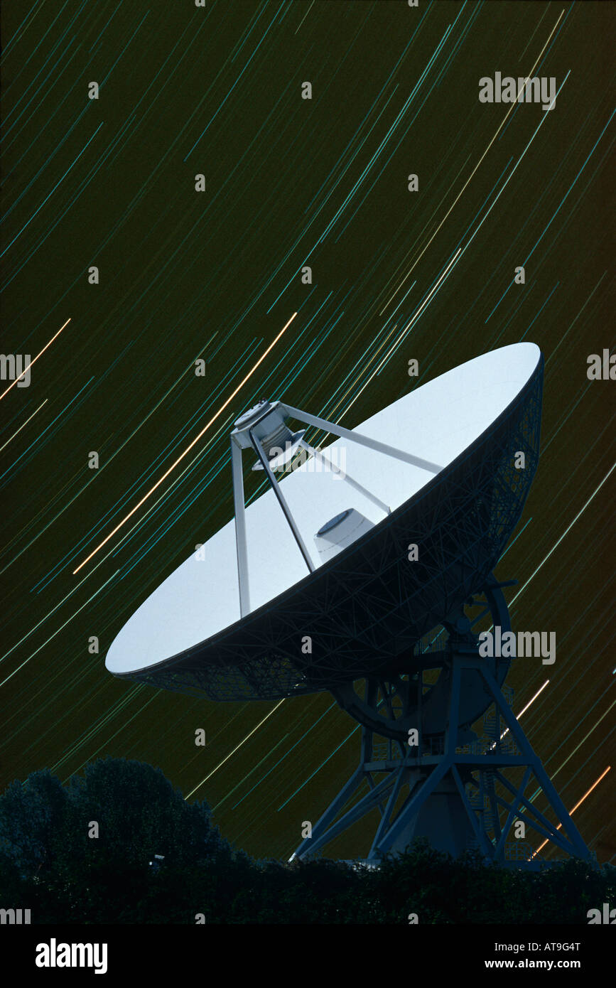 32 metre radiotelescope with star trails barton cambridge uk - Stock Image
