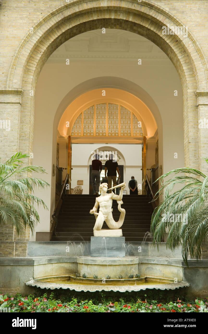 Copenhagen Denmark Ny Carlsberg Glyptotek Sculpture in glass domed tropical garden - Stock Image