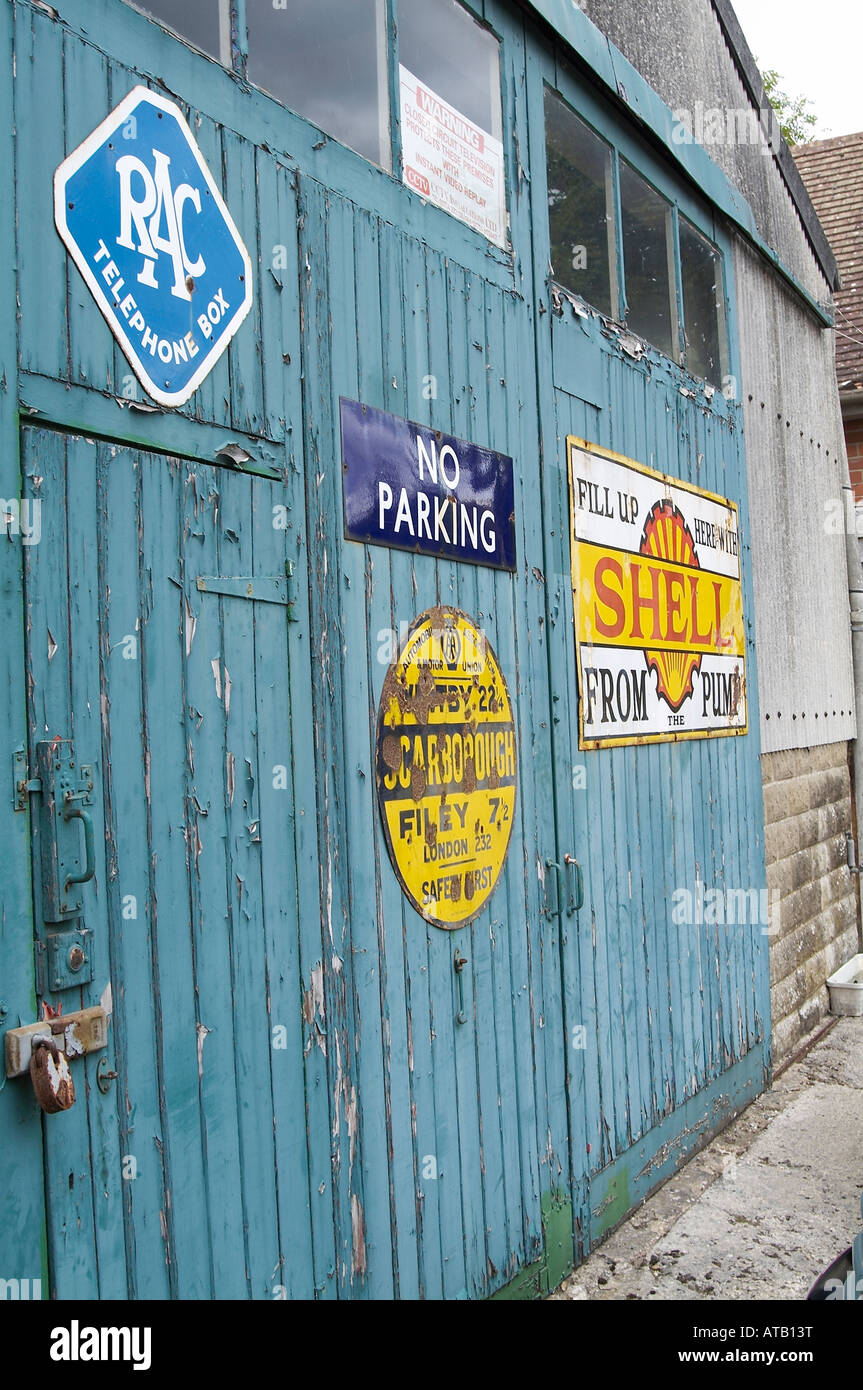 Old Fashion Garage Door Car Repair Vintage Signs Service Vehicle Servicing    Stock Image